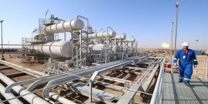 تخفيضات إنتاج النفط السعودي تنذر بضعف الطلب