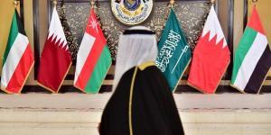 الخليج يغسل يديه… لا مساعدات لحكومة حزب الله