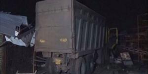 شاحنة تدهس 15 عاملاً أثناء نومهم