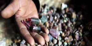 """العثور على حجر كريم يشبه """"القلب البنفسجي"""" في أوروغواي"""