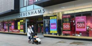 """""""ديبنهامز"""" البريطانية تغلق ابوابها بعد 242 عامًا من تأسيسها"""