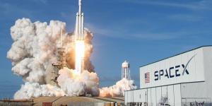 """""""سبيس إكس"""" تطلق 143 مركبة إلى الفضاء بمهمة واحدة"""