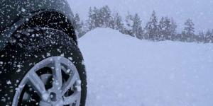 شوارع لبنان مستنقعات والثلوج تقطع الطرق