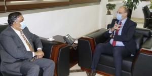 حجز كميات إضافية من اللقاحات بين حسن وسفير الهند