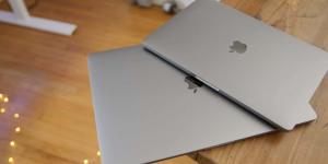 آبل تستبدل بعض بطاريات MacBook Pro مجانًا