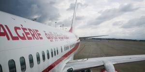 الجزائر تعلق حركة الطيران وتؤجل عودة المغتربين