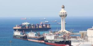 إيقاف حركة الملاحة البحرية بميناء جدة بسبب سرعة الرياح