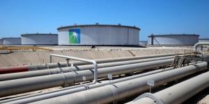 تذبذب أسعار النفط وسط ضغوط الإمداد وزيادة إصابات كورونا