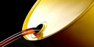 النفط يصعد بفضل بيانات صينية وتوتر في الخليج
