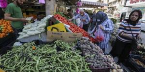 العراقيون يستقبلون رمضان بجيوب فارغة