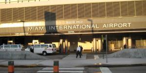 فوضى في مطار ميامي بعد إلغاء 100 رحلة جوية