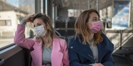 """""""أغلق فمك في الباص والقطار"""".. نصيحة غريبة لصد كورونا"""