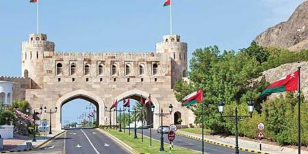 سلطنة عمان تستثني الأجانب من مهن في القطاع الخاص