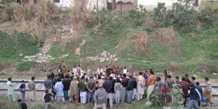 """شاهد.. شاب باكستاني يموت دهسا بقطار خلال تصوير فيديو """"تيك توك"""""""