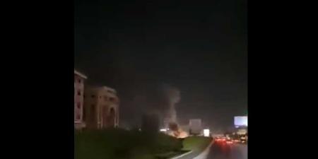 بالفيديو: قطع طريق المطار بالإطارات المشتعلة