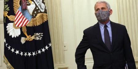 """فاوتشي يضرب بشأن وقف انتشار الوباء بحديث عن """"كمامتين"""""""