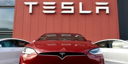 تسلا توقف مؤقتا إنتاج سيارات الفئة 3 في كاليفورنيا