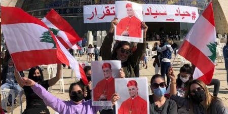 بالصور والفيديو – حشود غفيرة وأعلام لبنانيّة في بكركي