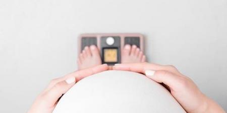 ما علاقة تكرار فقد الحمل بالبدانة والنحافة؟.. دراسة تكشف