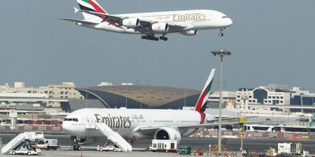 الإمارات تعلق الرحلات الجوية القادمة من الهند