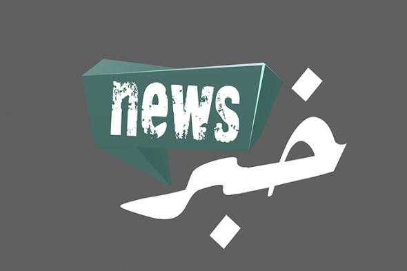 برج خلفية مضاء بالعلم اللبناني بذكرى الإستقلال (صور)