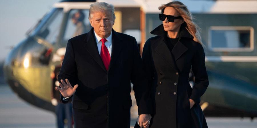 ترمب يقطع إجازته فجأة ويعود إلى البيت الأبيض