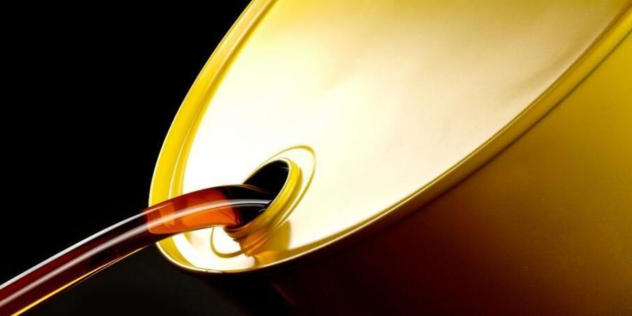 أسعار النفط تغلق قرب أعلى مستوياتها