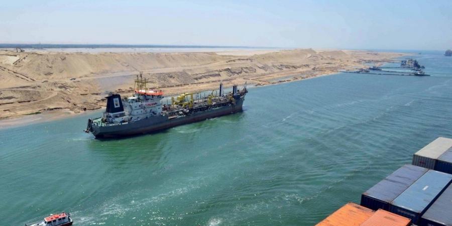تعطل سفينة بترول في المجرى الملاحي لقناة السويس